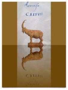 Beiger Steinbockskulptur im Profil und gespiegelt, dazu eine römische Ziffer als Postkartendekoration