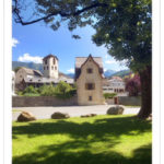 Blick auf ein mittelalterliches Türmchen in Illanz