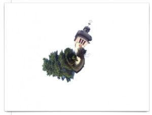 Sphärisch verdrehter Kirchturm, ähnelt einer Schnecke.